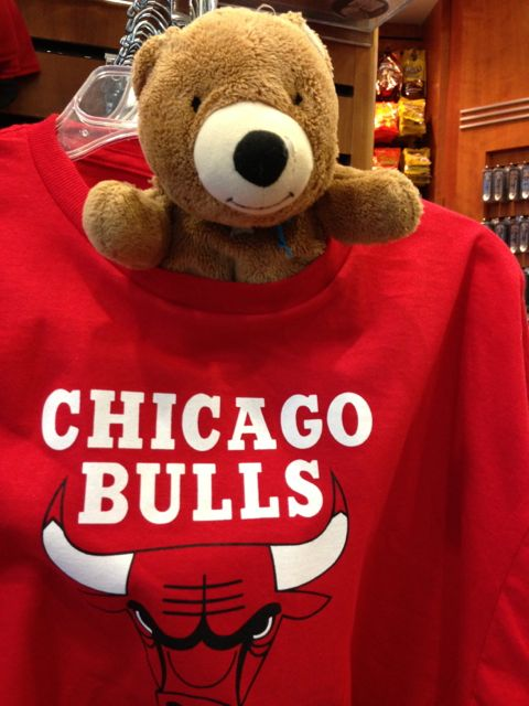Chicago Bulls t-shirt at airport
