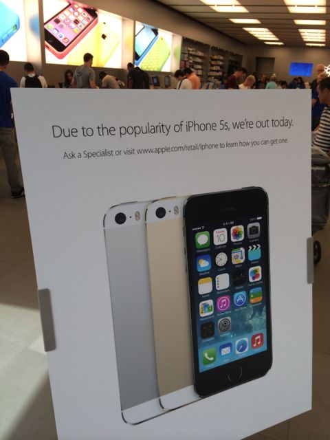 iPhone 5s out of stock sign at Apple Store