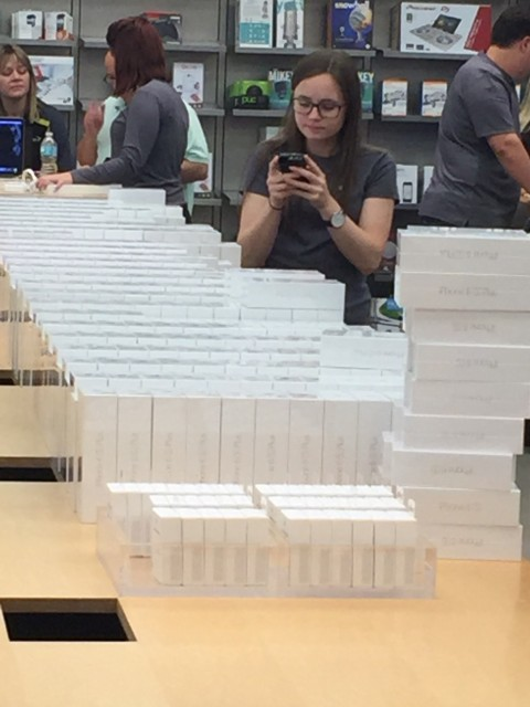 iPhone 6s release at Apple Store